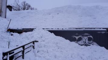 Den Schnee haben wir vom Dach geschaufelt